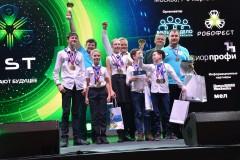 Почта России наградила школьников, создавших почтовых роботов
