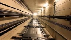 В Подмосковье на складе упал грузовой лифт с рабочими
