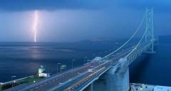 На завершающей стадии: строители выполнили укладку дорожного покрытия моста в Крым
