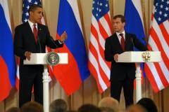 """Медведев пригласил Обаму лично взглянуть на """"клочья"""" от экономики России"""