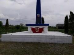 Североосетинские полицейские благоустроили обелиск павшим воинам при обороне города Дигоры