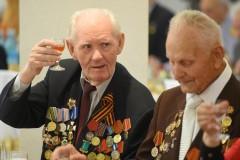 Глава Адыгеи поздравил фронтовиков с Днем Победы