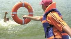 В донской станице Вешенской спасатели помогли двум рабочим выбраться из реки