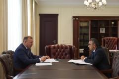 Глава Адыгеи провел совещание с новым руководителем Шовгеновского района