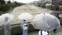 В Японии из-за разгула стихии погибли 100 человек