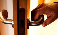 В Ростове-на-Дону задержан подозреваемый в краже металлической двери