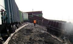 В Иркутской области сошли с рельсов 12 вагонов грузового поезда