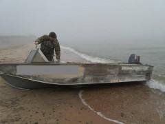 Ростовские пограничники задержали в Азовском море двух браконьеров-иностранцев