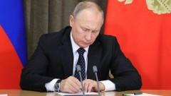 Путин наградил двух чиновников, избитых Кокориным и Мамаевым чиновников