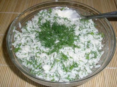 Салат с рисом и укропом