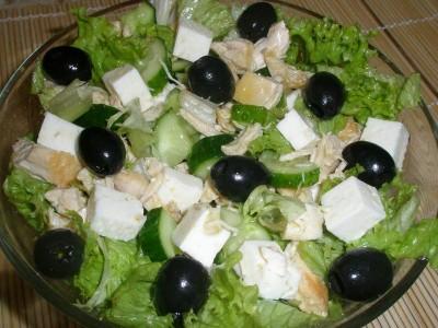 Салат с курицей и брынзой