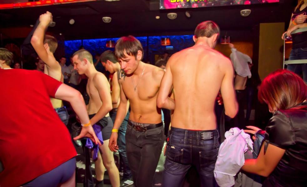 Пати студентов гей